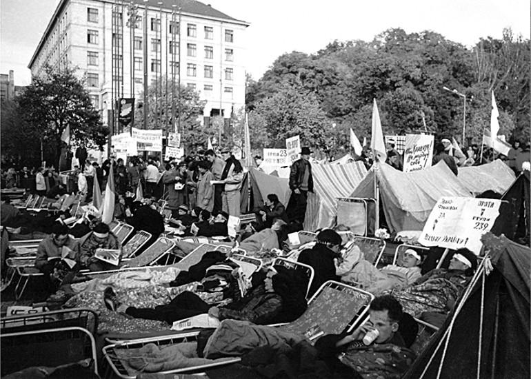 """Постали """"за"""", а не """"проти"""". До річниці Революції на граніті (2-17 жовтня 1990 року)"""
