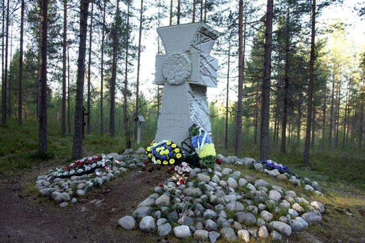 До роковин розстрілів української інтелігенції в урочищі Сандармох