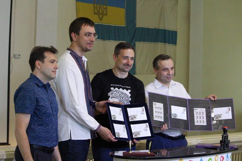 Укрпошта та Інститут національної пам'яті представили марки до 100-річчя Української революції