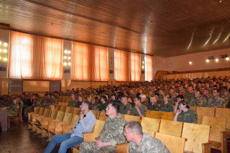Танкісти Чернігівщини слухали лекції від Українського інституту національної пам'яті