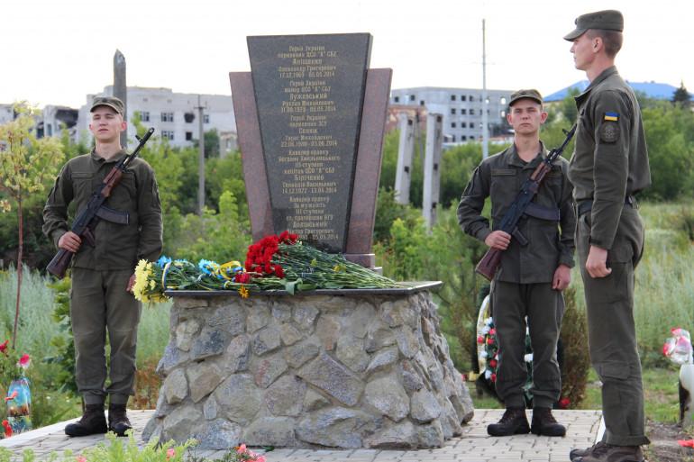 В Семенівці вшанували пам'ять перших загиблих на Донбасі