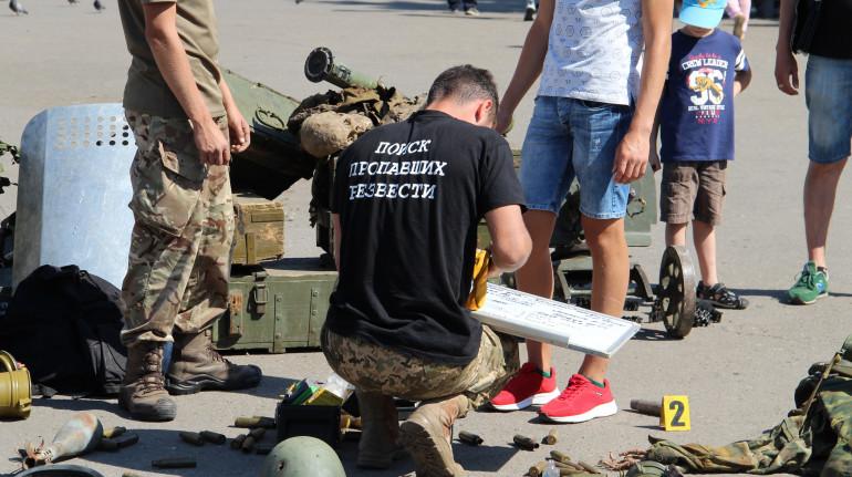 """""""Чорний тюльпан"""" у Слов'янську відкрив інсталяцію про російсько-українську війну"""