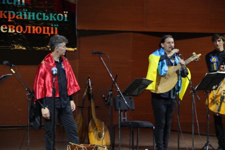«Свято українського духу»: в Харкові тріумфально презентували альбом «Пісні української революції»