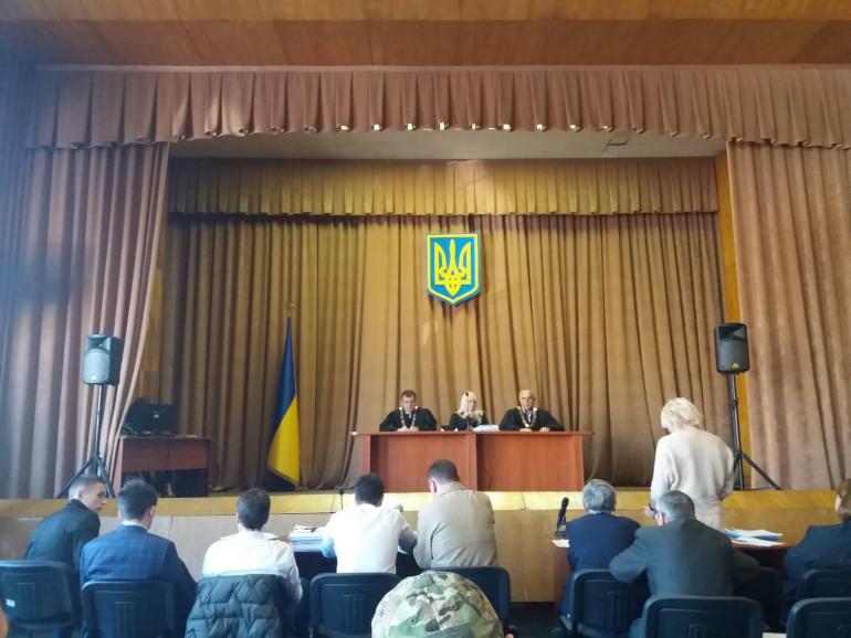 Суд щодо перейменування проспектів Бандери і Шухевича перенесли