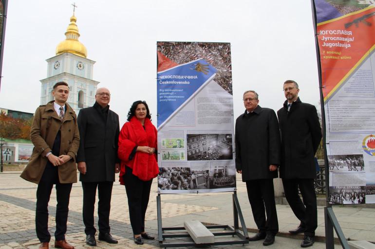 «Повернення до Європи»: У Києві відкрилася виставка до 30-річчя демократичних революцій у Європі