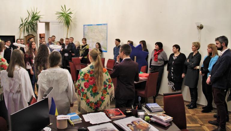 В Інститут з вертепом завітали студенти НаУКМА. ФОТО