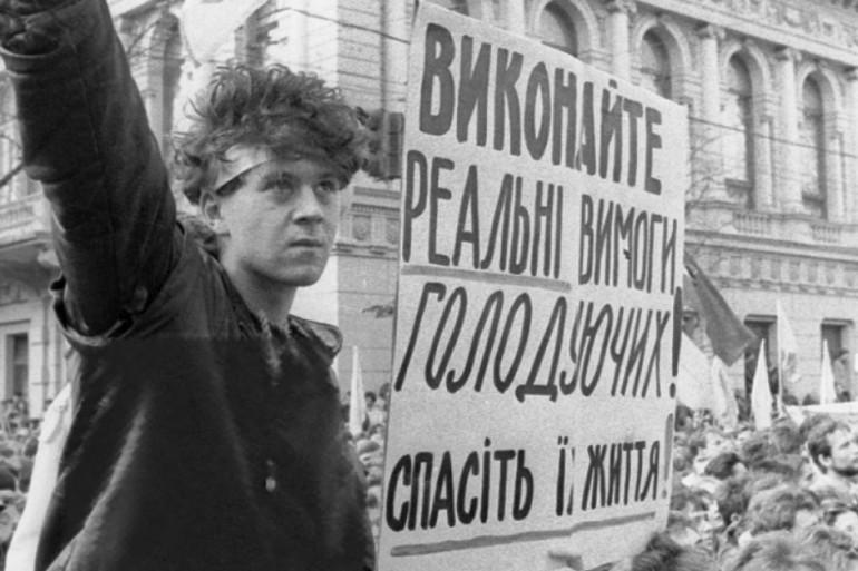 В Україні відзначається 30-річчя початку Студентської революції на граніті