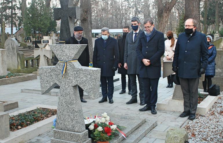 Делегація УІНП вшанувала пам'ять українських та польських військових і відвідала архів Варшавського гетто – завершення візиту