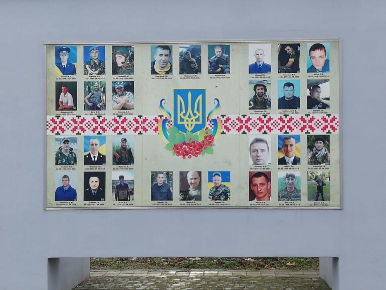 УІНП та ПЦУ провели всеукраїнську панахиду за загиблими у 2020 році воїнами