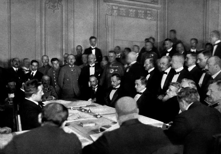 До річниці підписання Брестського мирного договору оприлюднюємо архівні матеріали з виставки про історію дипломатії