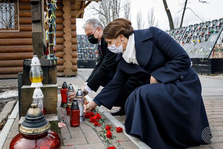 Президент Литви Гітанас Науседа віддав шану учасникам Революції гідності у Києві