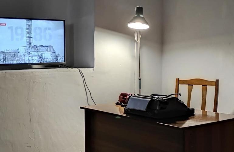 """В Острозі презентували документальну інсталяцію """"Під саркофагом"""" присвячену трагедії на Чорнобильській АЕС"""
